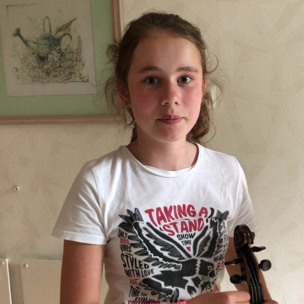 Dia vertelt waarom ze viool speelt